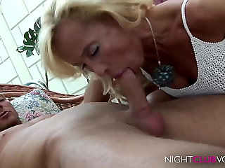 close-up, amateur, Geile Blonde Mom fickt junge Sportskanone